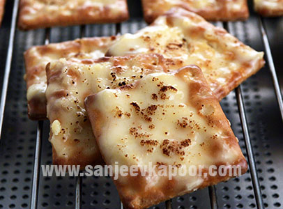 Cheesy Cheese Crackers