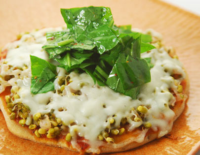 Sprouted Moong Ka Pizza