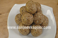 Oats and Peanut Laddoo